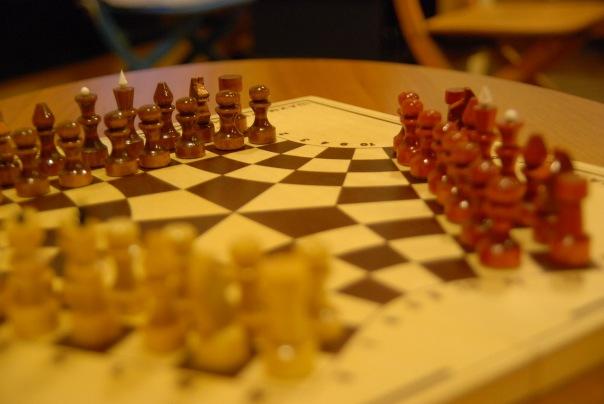 Шахматы на троих игроков в клубе Трой Москва