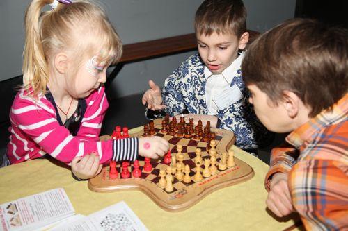 Шахматы на троих для детского развития