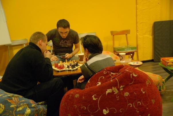 Играть в шахматы для троих в клубе Трой (Москва)