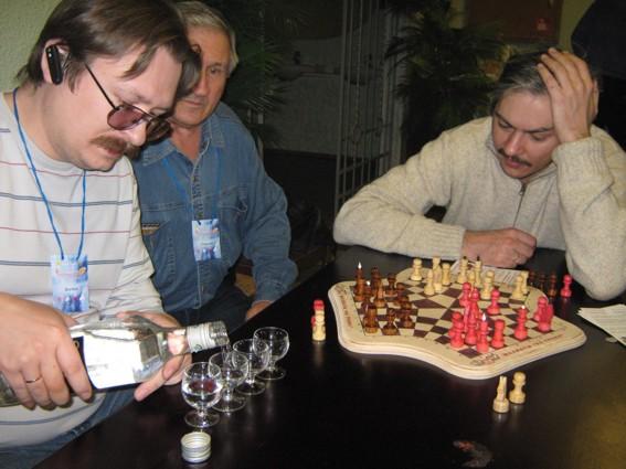 Ходы в шахматах на троих