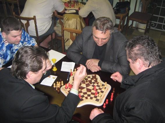 Шахматы для троих в турнире Репино